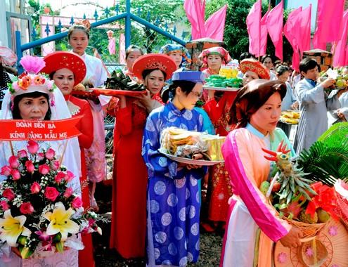 Le hoi do thi nuoc Man - Du lịch Nam Phuong